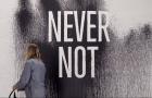 Le graphisme de Never Not par Natas Kaupas
